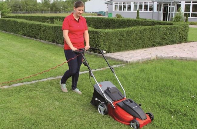 Can a self-propelled lawnmower go backward? 1