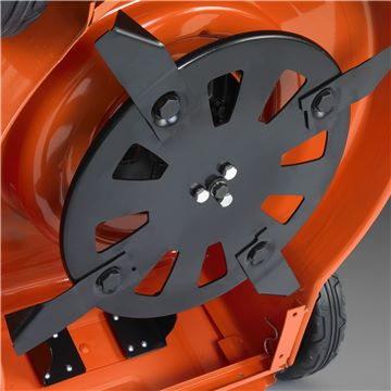 Should lawnmower blades spin freely? 2