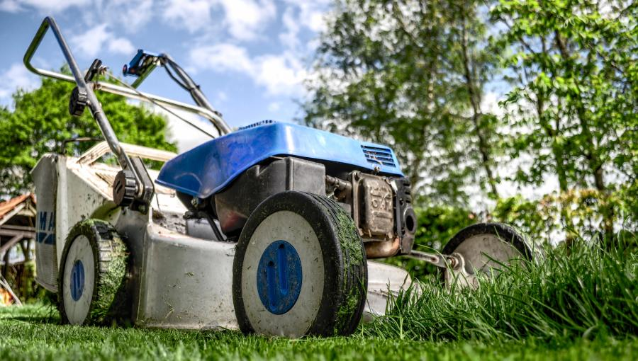 The Essential Guide to Self-propelled Lawnmowers 4