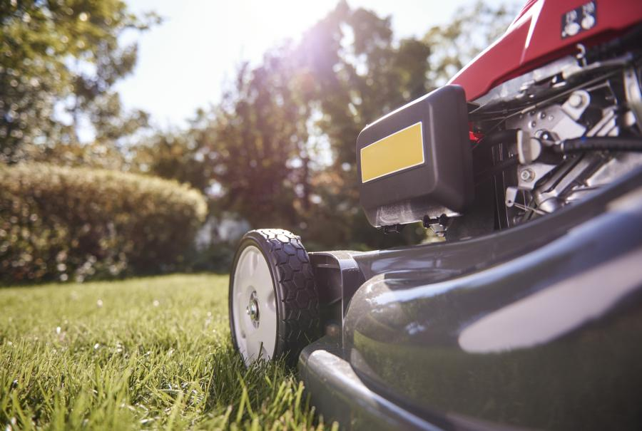 The Essential Guide to Self-propelled Lawnmowers 3