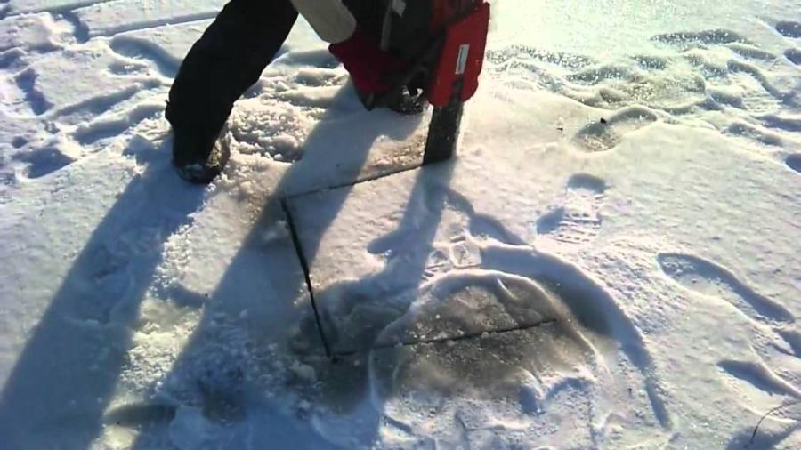 Can you cut ice with a chainsaw? 1