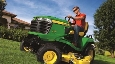 Front vs. Rear-Propelled Lawnmower: How to Choose