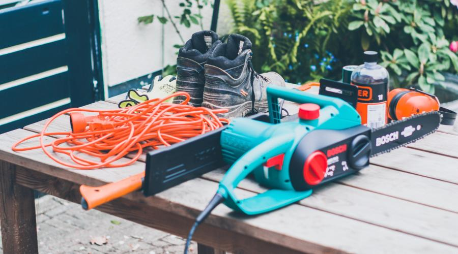 Gas Vs. Electric Chainsaws- Which Is Better For You? 14