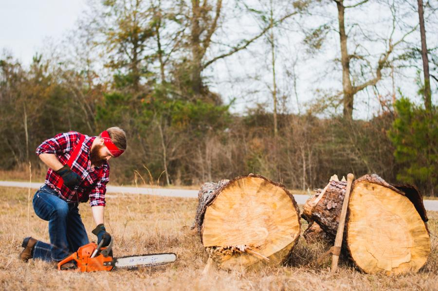 Gas Vs. Electric Chainsaws- Which Is Better For You? 2