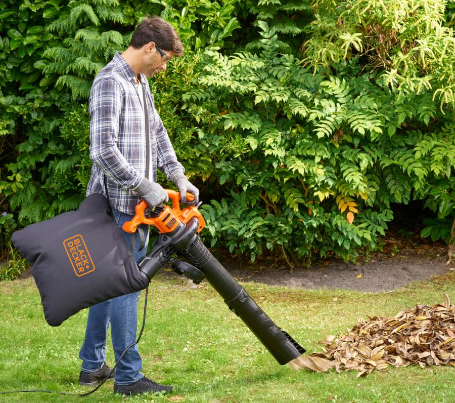 Leaf Blowers vs. Vacuum: What's Best For You? 8