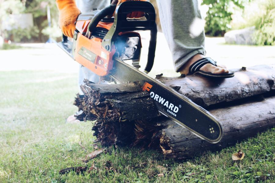 Chainsaw cuts crooked? Here's what to do 1