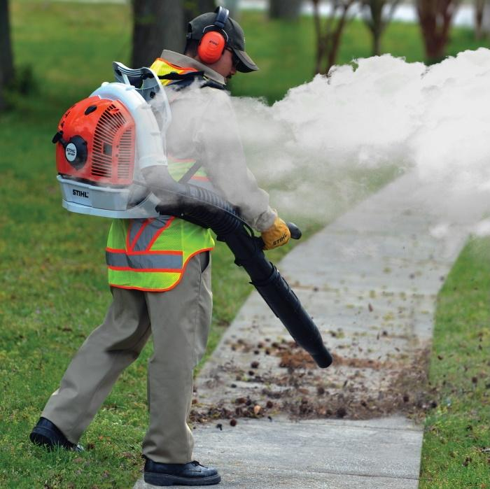 6 causes for a smoking leaf blower, and how to fix it 1