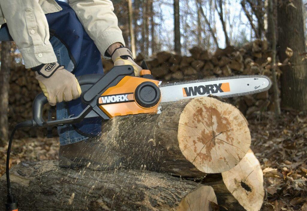Can A Chainsaw Cut Through Metal? 1