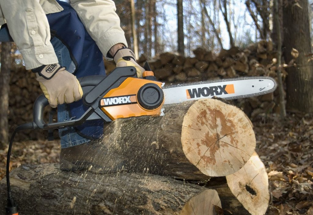 How To Cut Logs With A Chainsaw The Right Way The Cutting Professionals