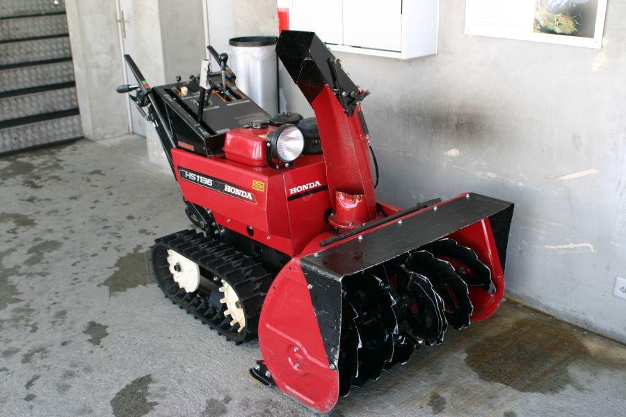 How Does A Snow Blower Work? 2