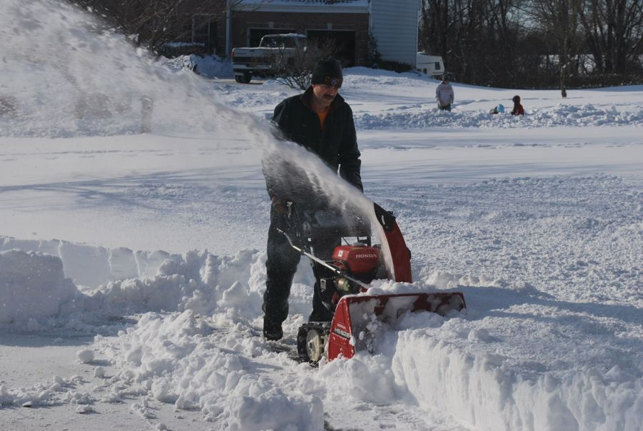 How to Clean a Snow Blower Carburetor: Follow These Steps 1