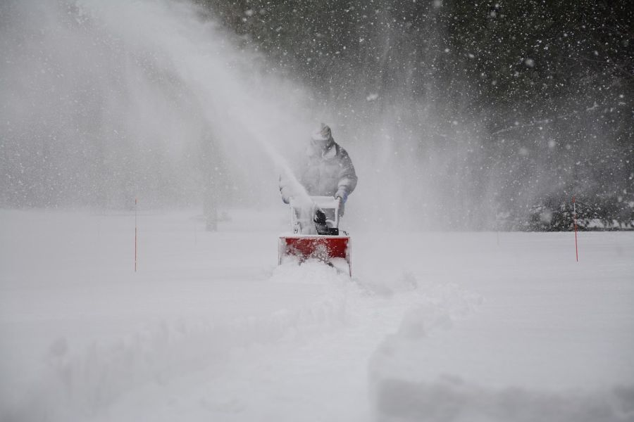 When to Use a Snowblower? Use It like A Pro 1
