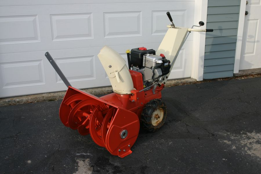 Will A Snow Blower Blow Leaves? 2