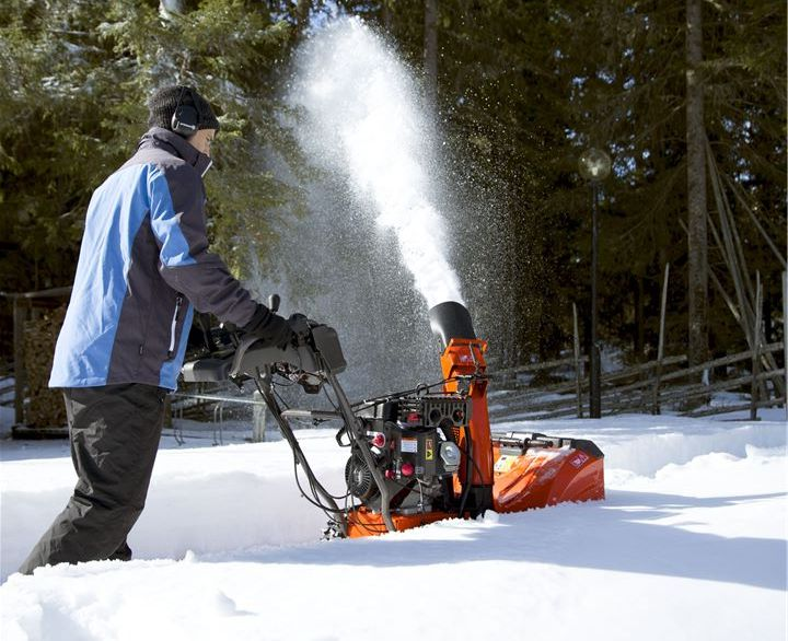 Can Snow Blowers Be Used On Grass? 1