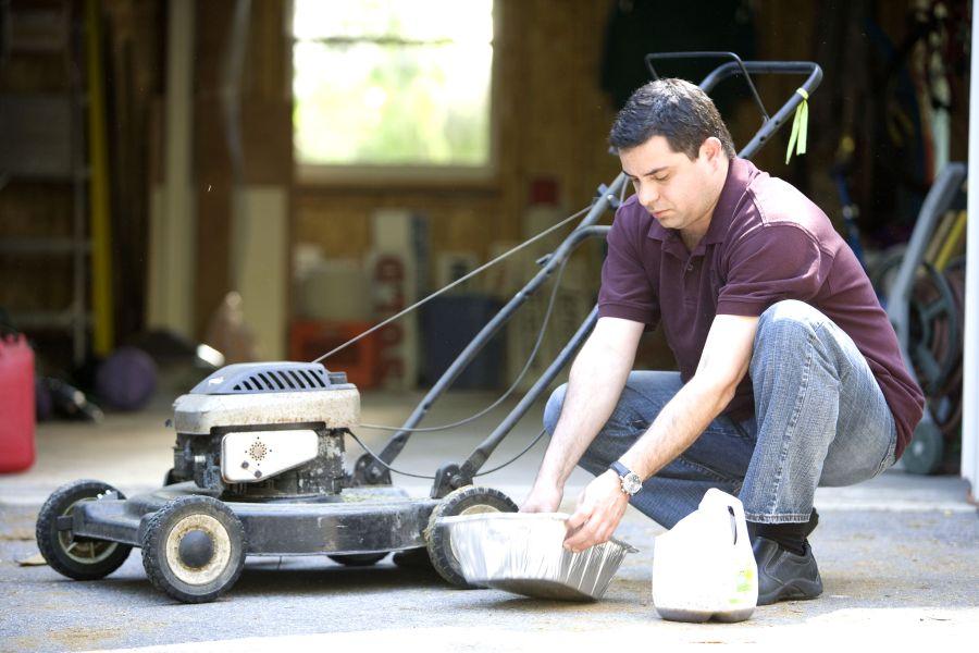 When To Change Lawn Mower Oil? 1