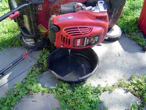 how to drain oil from a lawnmower 1