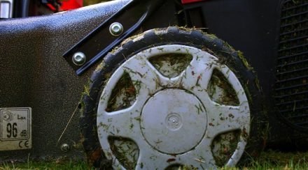 How to stop a lawnmower from smoking