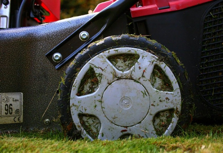 How to stop a lawnmower from smoking 1