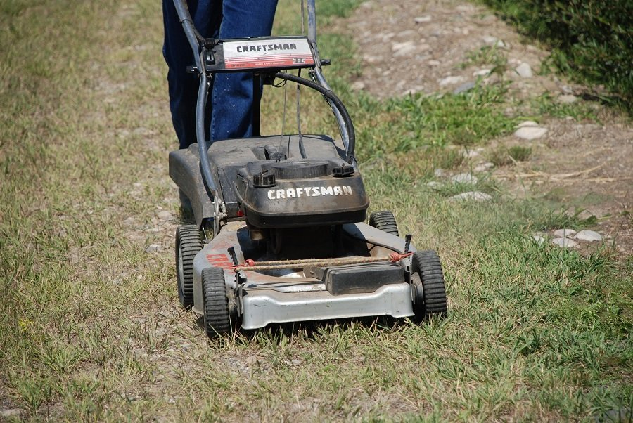 How to Change Oil in a Craftsman Lawnmower 1