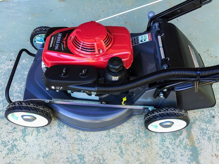 How to fix a lawnmower engine that won't start 1