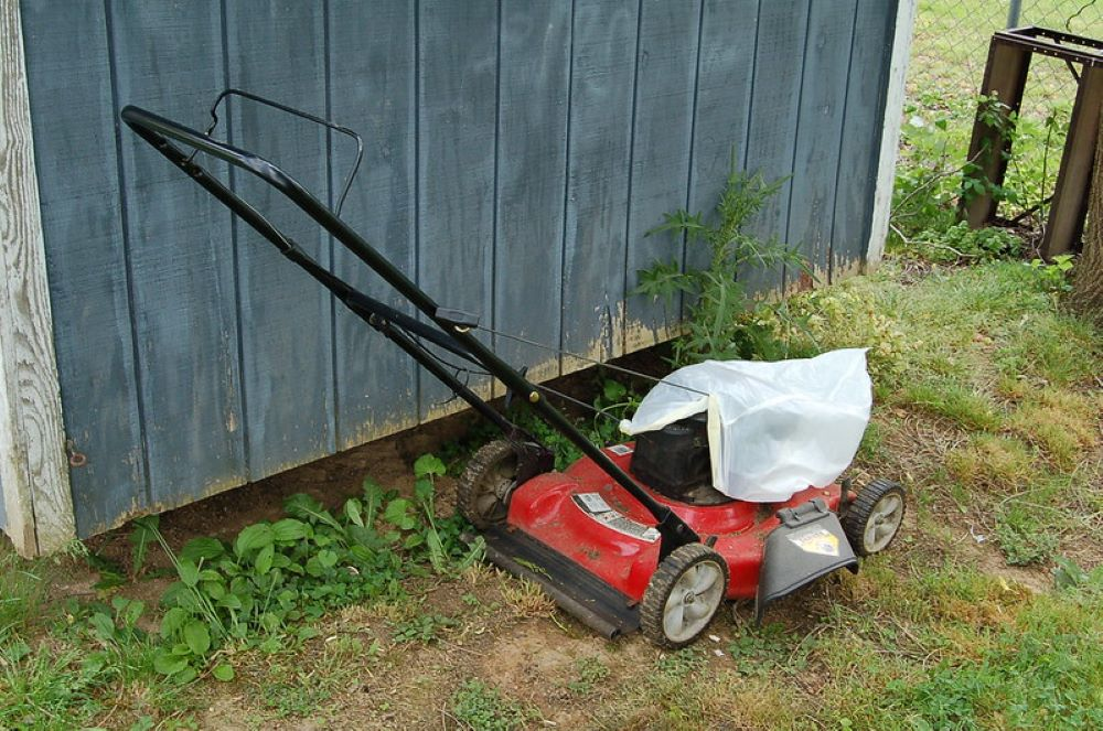 How to Install a Side Discharge on a Lawnmower? 2