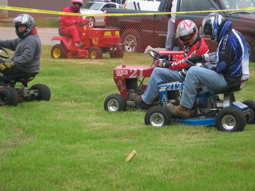 How to Make a Hydrostatic Lawnmower Faster? 2