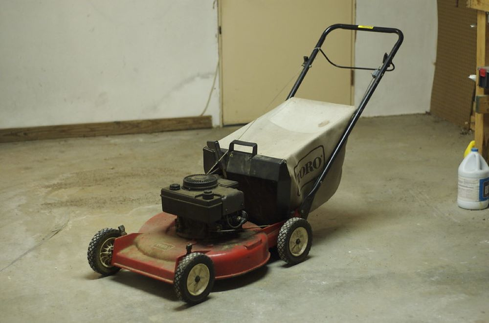 How to Start a Toro Lawnmower? 1