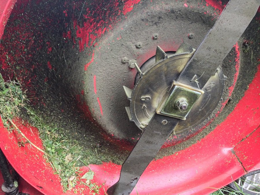 How to sharpen lawn mower blades by hand. Step by step. 2