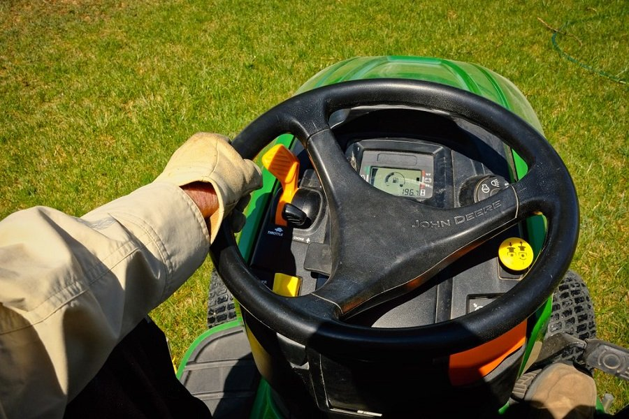 What causes a riding lawn mower to cut uneven? 2