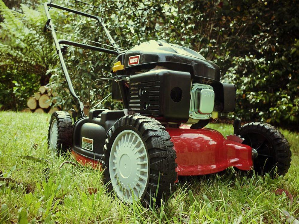 Why Does My Lawnmower Smoke? 2