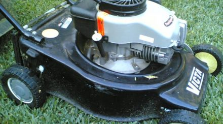 How to Check oil in a Lawnmower, step by step