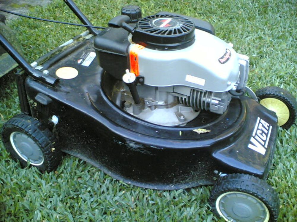 How to Check oil in a Lawnmower, step by step 2
