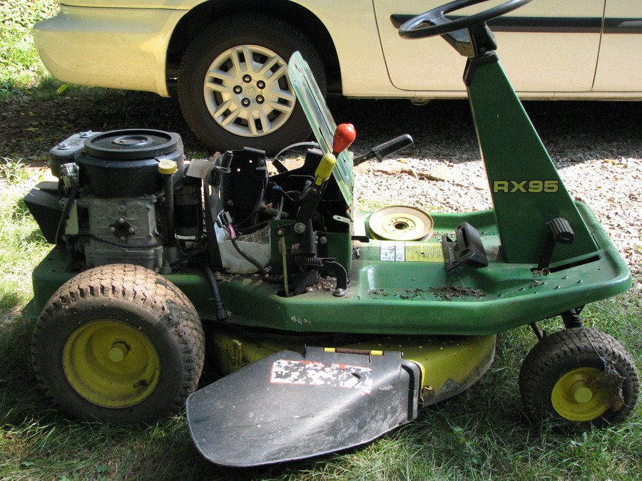 How to Get Water Out of a Lawnmower Gas Tank, step by step 2