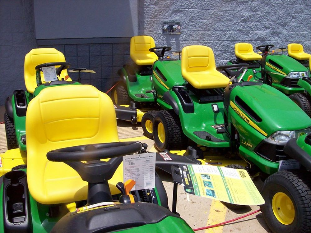 How to Grease a John Deere Lawnmower, step by step 1