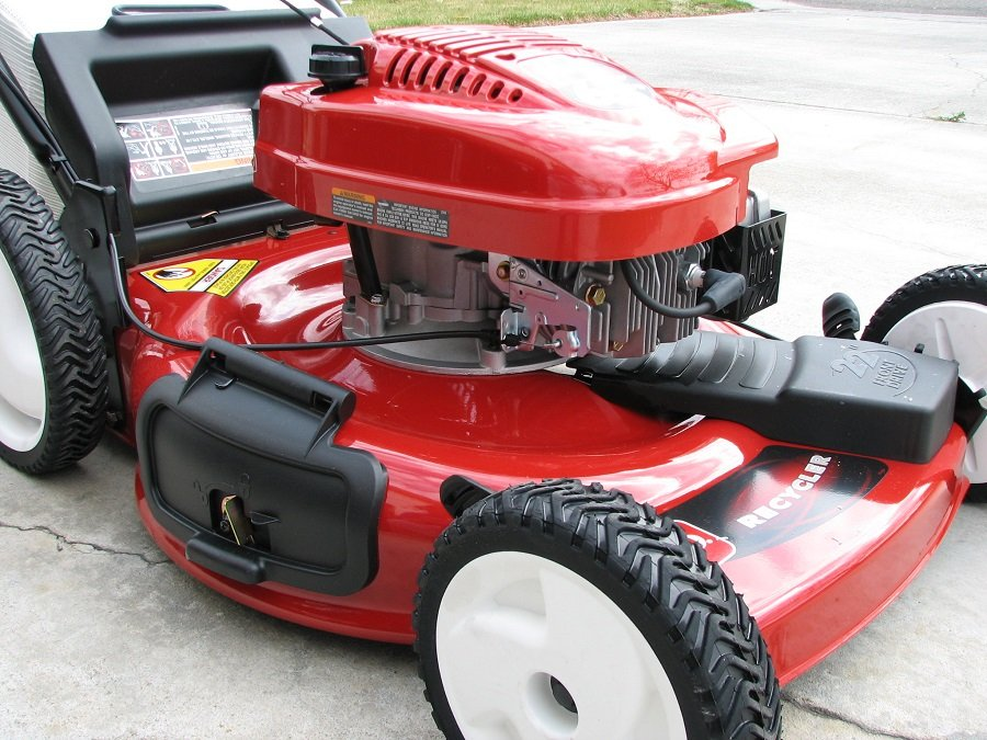 How to change the oil in the Toro lawn mower, step by step 1