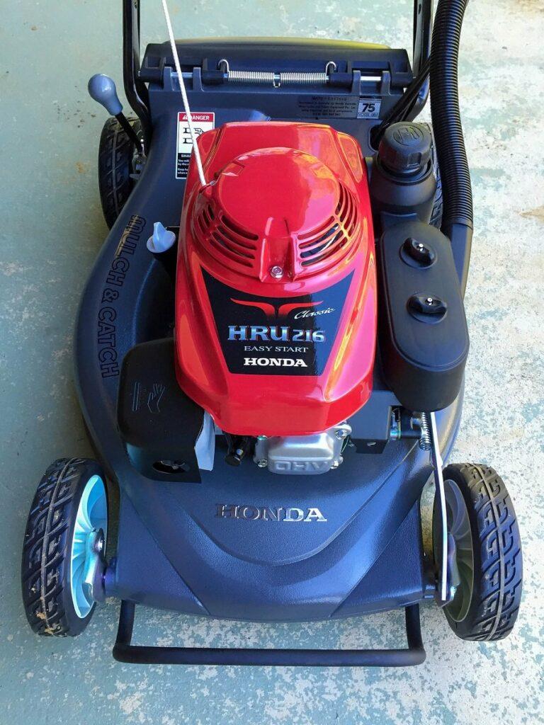 How to clean a Honda lawnmower carburetor, step by step 1