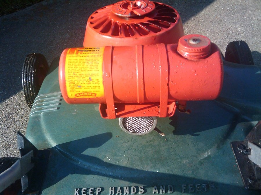 How to clean a rusty lawnmower gas tank, step by step 1
