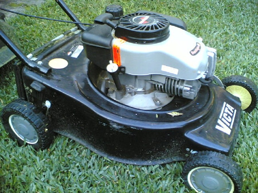 How to repair a leaking lawnmower gas tank, step by step 1