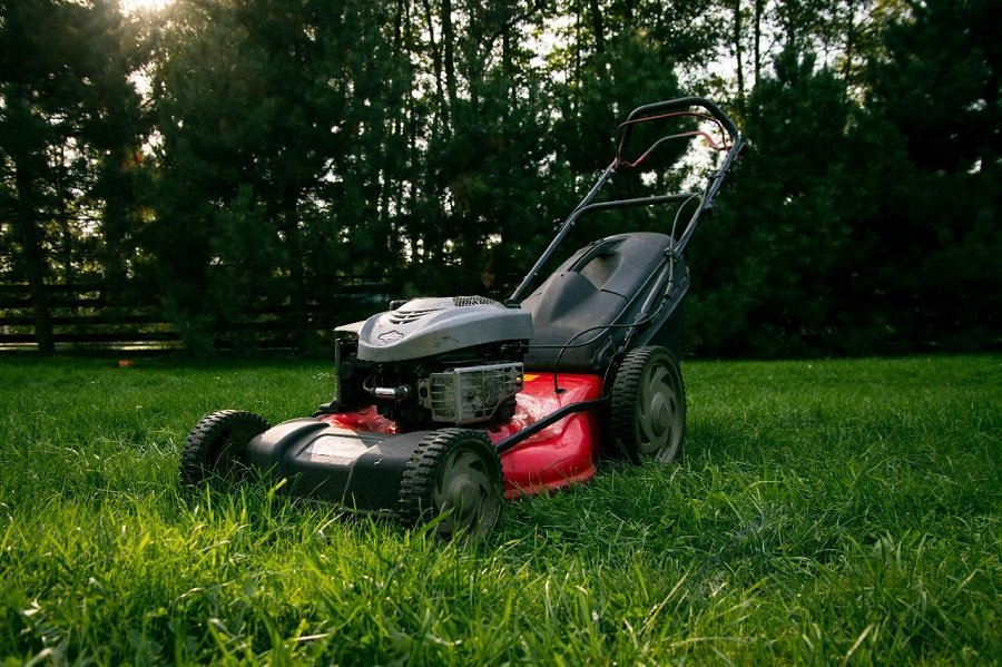 How to Replace the Pull Cord on a Briggs and Stratton Lawnmower, step by step 1