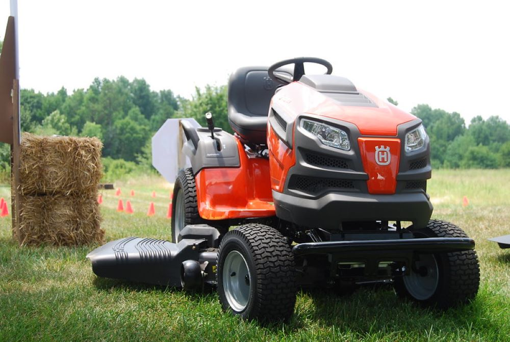 How to Change Oil in a Husqvarna Riding Lawn Mower, step by step 1