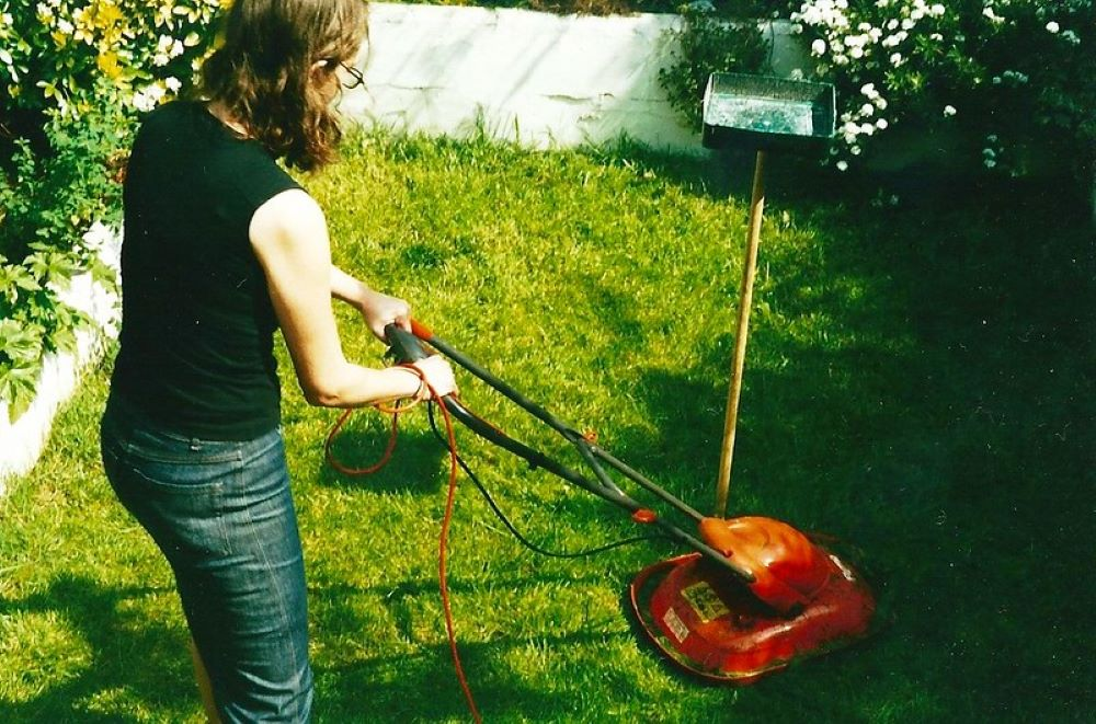 How to Fix a Lawnmower Throttle Cable. Here is how to diagnose and fix it 1
