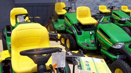 How to Start a John Deere Lawnmower, Step by Step