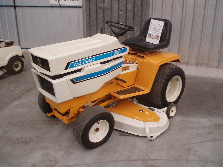 How to Start a Cub Cadet Lawnmower, step by step 1