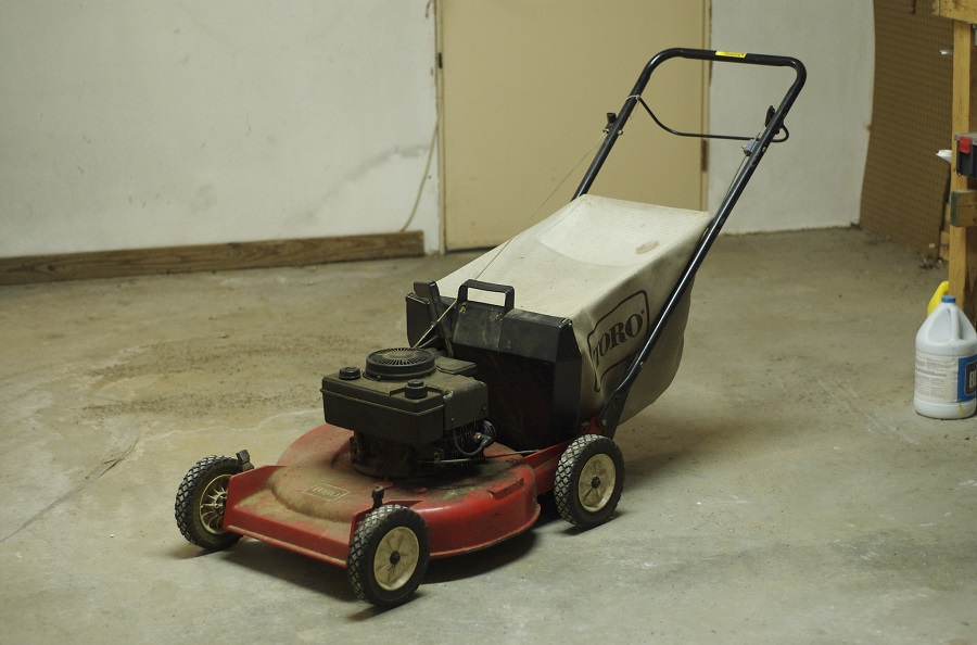 Lawnmower sputters when blades are engaged, the causes and fixes 1