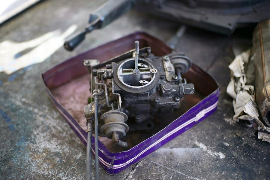 What does a lawnmower carburetor look like? 1