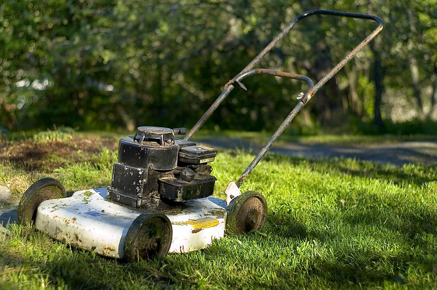 From what year is my lawnmower? How can I estimate its age? 1