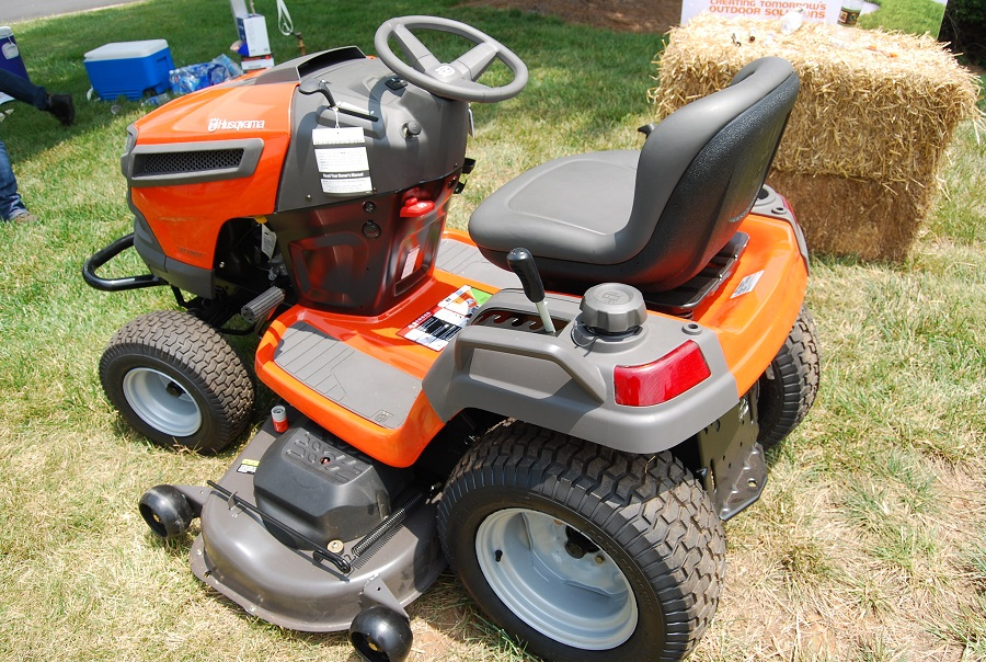 How much oil does a riding lawnmower take? 1