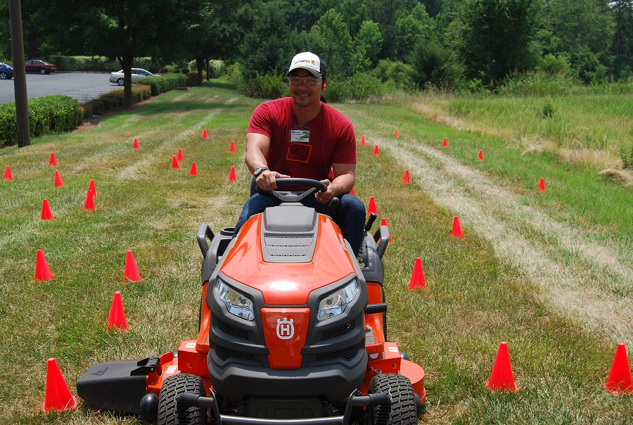 How to fix steering on a riding lawnmower? Try these troubleshooting steps 1
