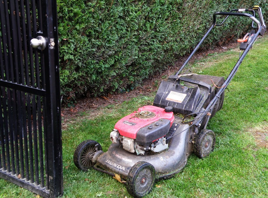 How to Start a Honda Lawnmower, step by step 1