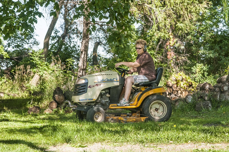 How to start a cub cadet riding lawnmower, step by step 1